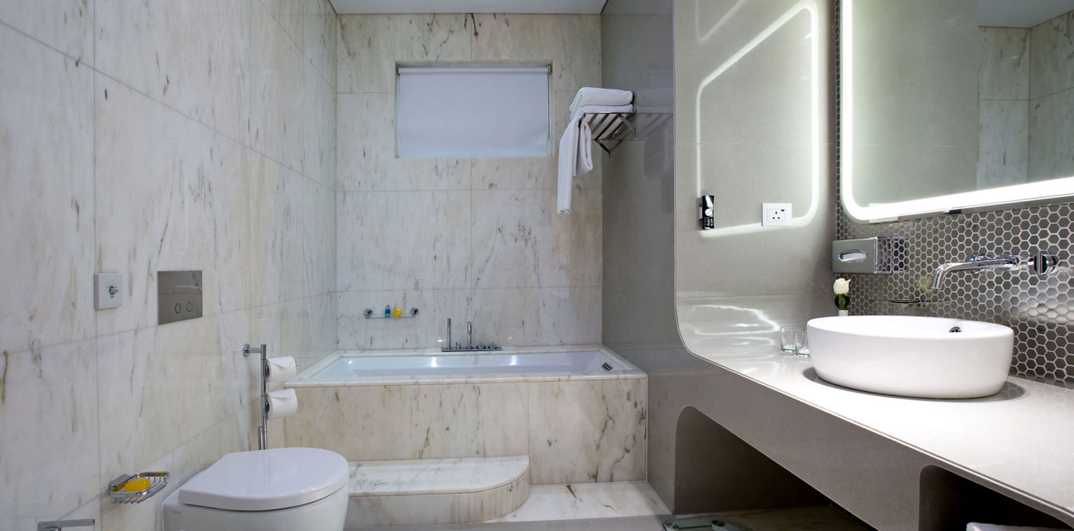 Superior Room - Bathroom - La Cigale Hotel