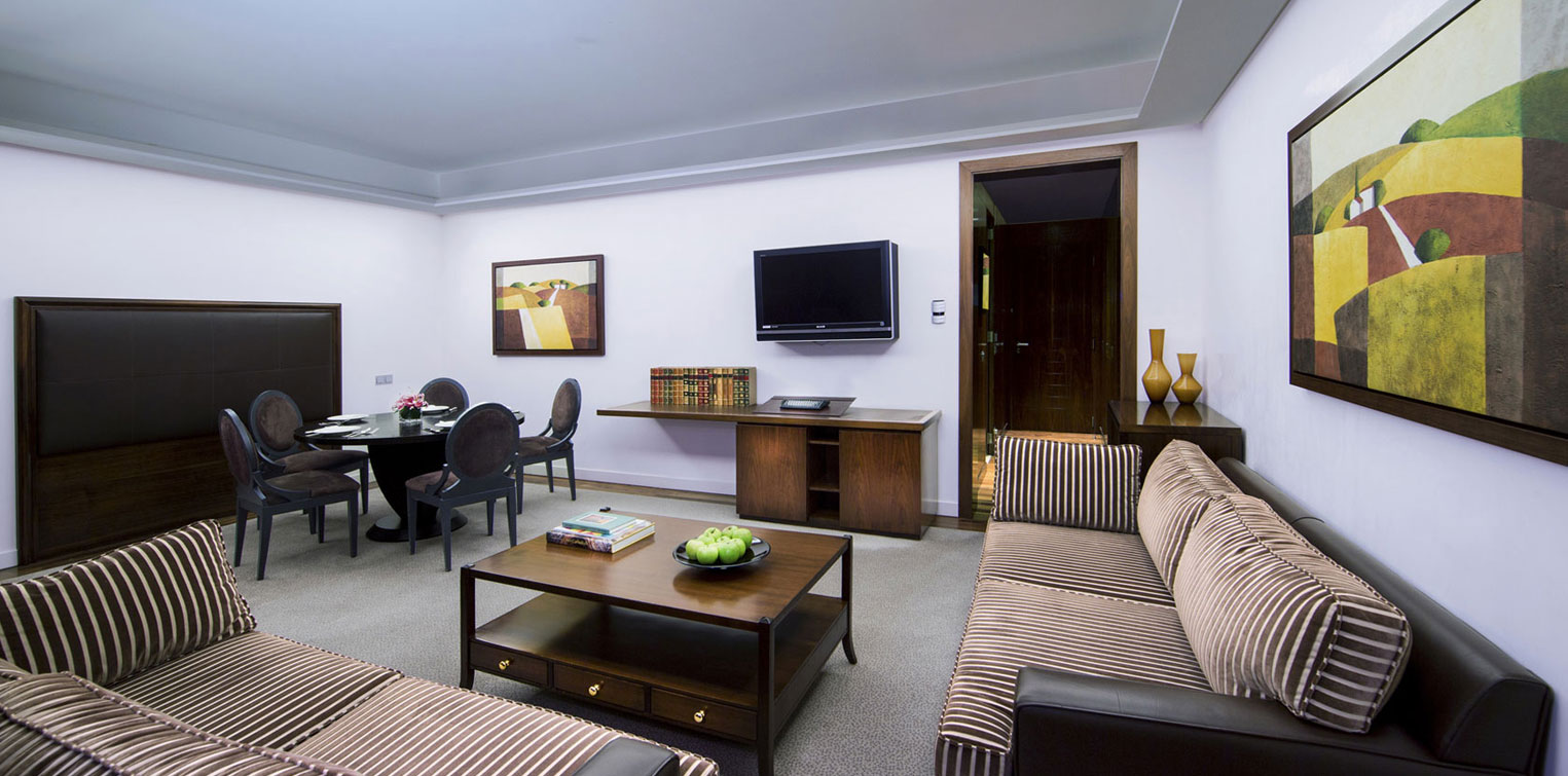 Executive Suite Living Room - La Cigale Hotel
